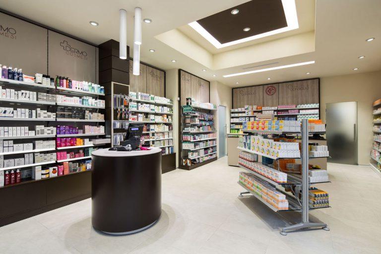Farmacia Manzoni di Milano - banco informativo
