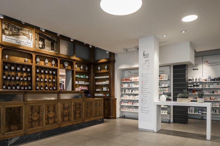 Farmacia Ariis, Udine - mobile storico e moderno