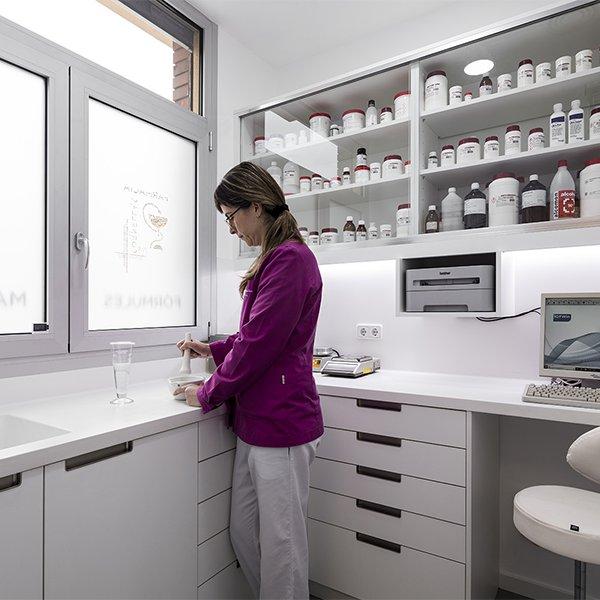 Arredi tecnici: laboratorio galenico